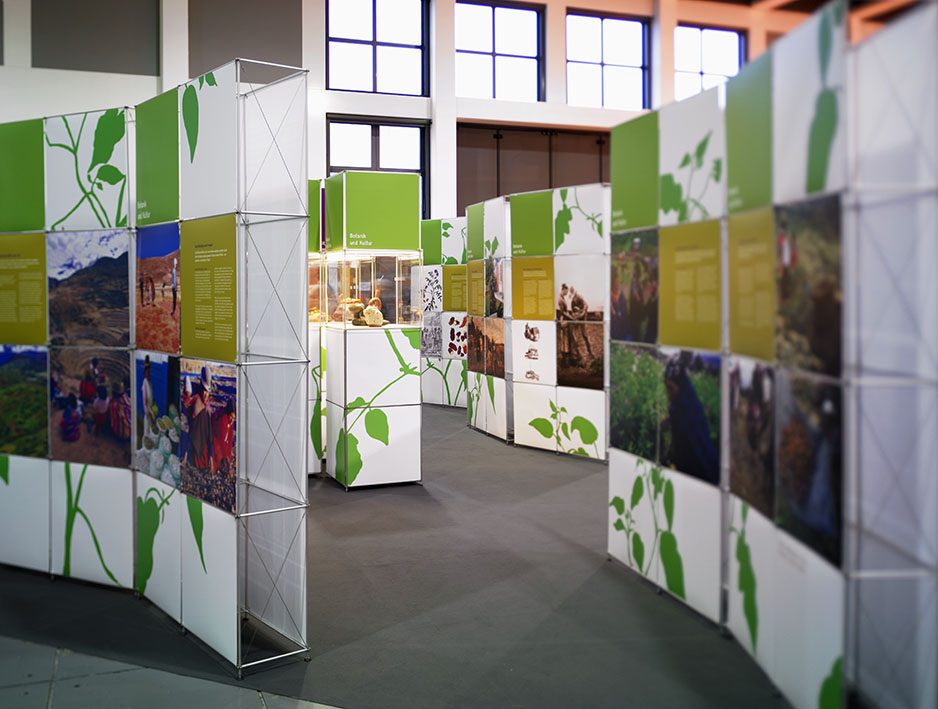 Ausstellung_Kartoffelwelt_Karriere_einer_Knolle_Berlin_2008_Copyright_Victor_S_Brigola